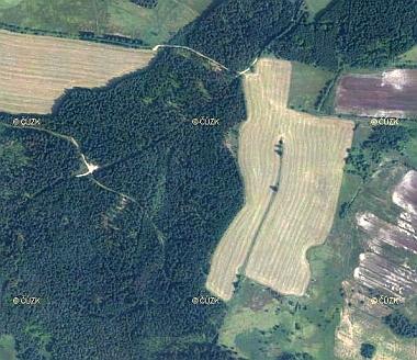 ... a na leteckých snímcích z roku 1949 a 2011