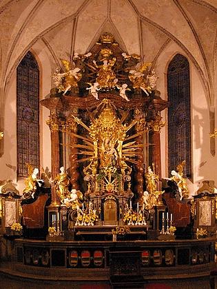 Hlavní oltář kostela Nanebevzetí Panny Marie v Kájově