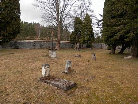 Hodňovské hřbitovy - nejstarší u kostela, na severozápadním okraji obce a u silnice na Horní Planou (stav v roce 2017)