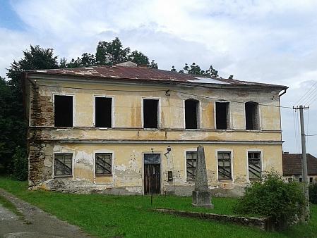 Jeho šumavská školní působiště: někdejší škola ve Slavkově (na snímku z roku 2015) a v Hodňově (2016) - budova školy na Kvildě, kde na Šumavě začínal, byla stržena vroce 1887 a v roce 1889 postavena nová