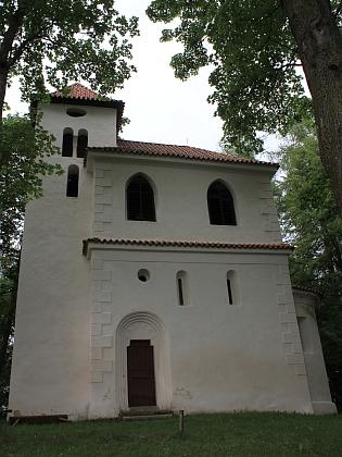 Románská kaple sv Jana a Pavla v Dobrši