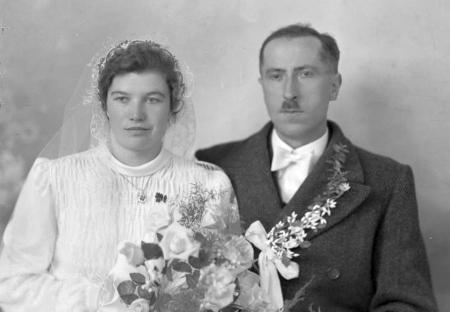 Svatební Seidelův snímek z 2. března 1943, připsaný Otto Stefflovi ze Světlíku