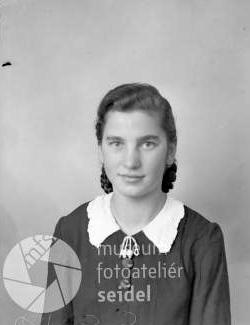 Snímek z března 1944, pořízený v březnu 1944 na jméno a adresu Steffl Frieda, Kirchschlag 45, tedy na stavení, kde hospodařil Otto Steffl ještě v roce 1945