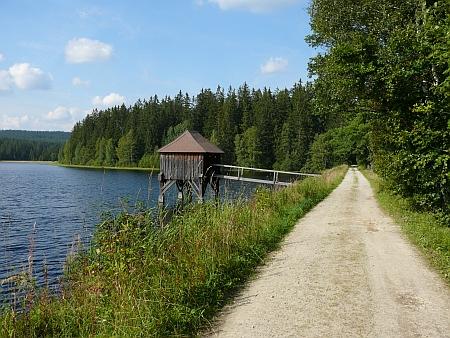 Zámek Rosenhof u Sandlu a rybníky při něm