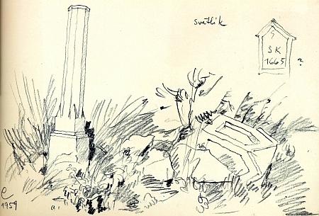 Boží muka u kostela ve Světlíku na snímcích z roku 2010 a na kresbě Bohuslava Coufala, zachycující jejich stav v roce 1959
