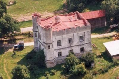 Pseudogotický lovecký zámeček Záluží na úpatí vrchu Ždánov (1065m) z doby okolo roku 1860, který dal postavit, sloužil později jako myslivna a hájovna státních lesů, vsoučasnosti pak je tu možnost ubytování a vyjížděk nakoních