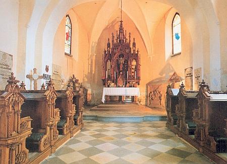 Interiér hřbitovní kaple sv. Erazima v Nezamyslicích