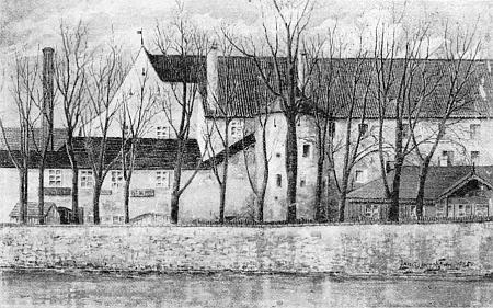 """Kresba s jeho obtížně rozeznatelným podpisem vpravo """"nad řekou"""" zpodobuje někdejší Velký pivovar na břehu Malše, později zastavěný domovním blokem na rohu s kavárnou Savoy proti městskému divadlu"""