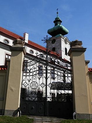 """""""Bílá věž"""" českobudějovického kláštera, kterou zachránil před požárem jeden z jeho předků, klempíř Ignaz Landspersky"""