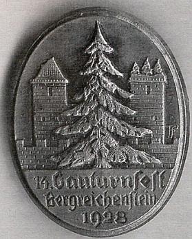 Turneři z Lenory se v roce 1928 vydali takto na župní slavnost do Kašperských Hor, k níž byl vydán i zvláštní odznak, a podle připojeného článku, který o výpravě napsal do krajanského měsíčníku Fritz Hudler, byli cestou v Rejštejně zasypáni místními Čechy kamením