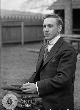 Na snímku z roku 1920