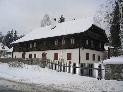"""""""Stará kovárna"""" na snímku ze zimy roku 2005"""
