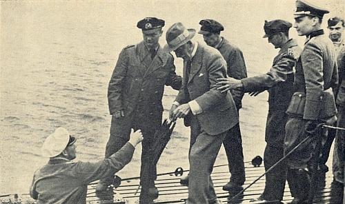 Jeho poměrně vzácné snímky z návštěvy 85letého Knuta Hamsuna na německé ponorce, jak to zachytil i v textu své vzpomínky (viz i Ernst Jacobi)