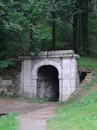 Portály tunelu Schwarzenberského kanálu u Jeleních Vrchů