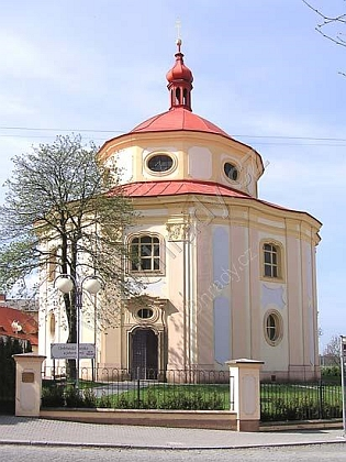 Kostel sv. Víta v Dobřanech, zmiňovaný už kroku 1259, později stržen a postaven znovu vbarokním slohu (1734)