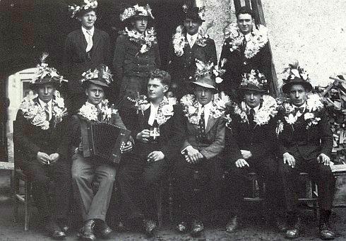 Jako rekrut čs. armády r. 1938 (stojící druhý zleva)