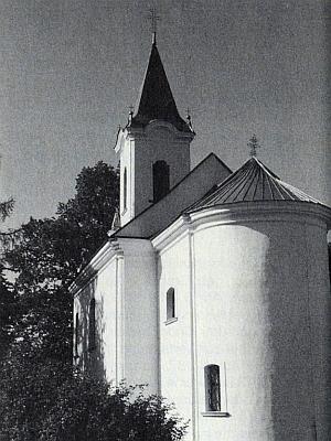 Renovovaný poutní kostel Svatá Magdalena na jeho snímku z roku 1995, kdy byla 22.července i jím zachráněná budova zvovuvysvěcena