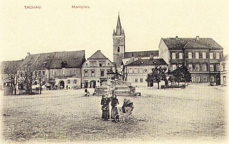 Náměstí v rodném v Tachově na počátku 20. století