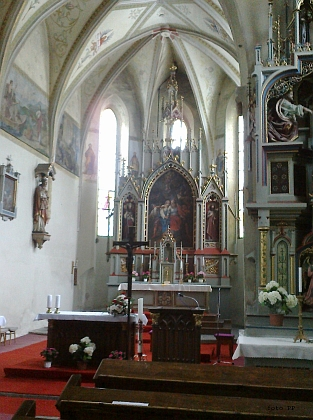 Interiér kostela sv. Petra a Pavla, kde     svatební obřad proběhl