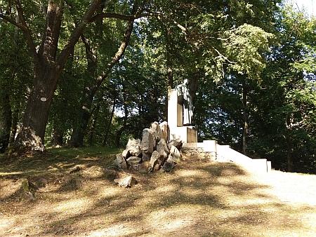 Stifterův pomník na Dobrovodském vrchu nad Horní Planou