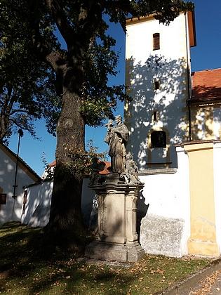 Kostel Narození Panny Marie v Chrobolech