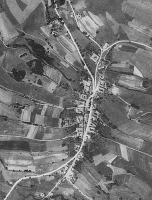 Studánky, kam jeho dědeček a prateta chodili z Radvanova do školy, na leteckých snímcích z let 1952 a 2008