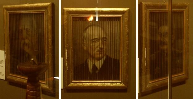 """Ze sbírky Wernera Lehnera pochází tento """"trojobraz"""" Masaryka, Beneše a Stalina v jediném rámu s možností proměny při trojím úhlu pohledu, československý """"revoluční"""" výtvor z těsně poválečné doby - zde vystavený v rámci česko-rakouské Zemské výstavy 2013 v Bad Leonfelden"""