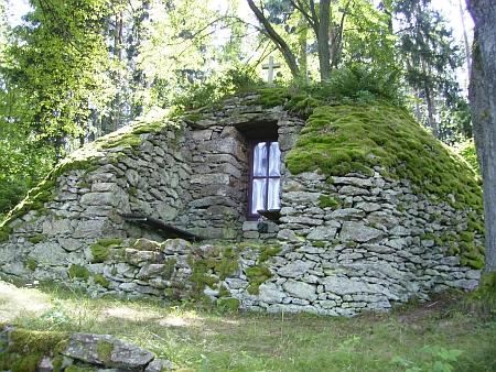 """""""Lourdská jeskyně"""" u Herbertova na snímku z roku 2010"""