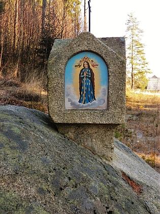 Renovovaná boží muka u Lachovic