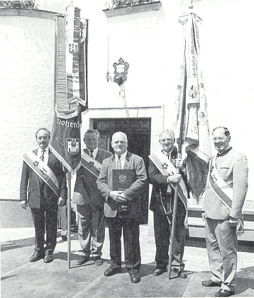 Po udělení čestného prstenu města Bad Leonfelden svyšebrodskými krajany a jejich korouhvemi