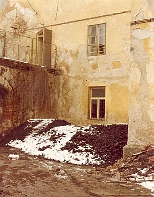 Snímek z roku 1981, zachycující okno jeho kanceláře na bystřickém zámku