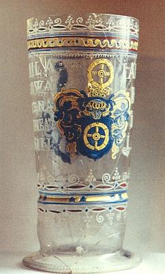 Pohár se znakem Koců z Dobrše, vyrobený v některé ze skláren panství Újezd Svatého Kříže