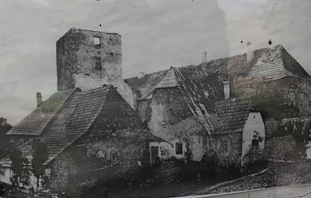 Zámek v Dobrši na snímku J. Vaňka z roku 1898