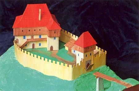 Hrádek u Trhových Svinů - jedna z možných podob středověkého panského sídla na rekonstrukčním modelu (2011)