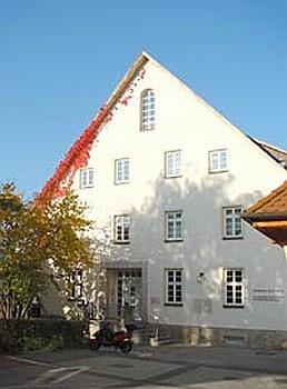 Tzv. Lenzův dům (Lenzhaus) v Künzelsau, kde prožil stuttgartský rodák svá dětská léta až do roku 1924