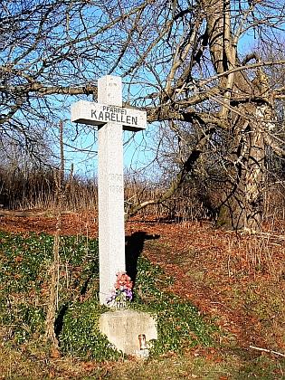 Kříž připomínající zaniklé Kapličky