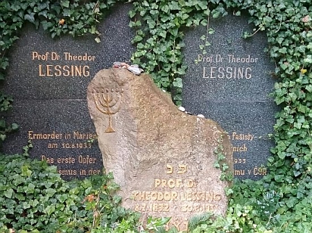 Hrob Theodora Lessinga na židovském hřbitově v Mariánských Lázních