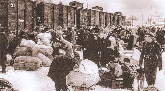 """Končí historie """"odsunem"""", zde na snímku z Mariánských Lázní roku 1946?"""