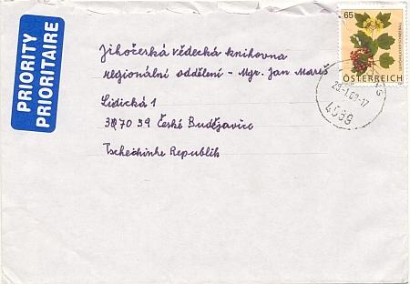 Obálka jeho dopisu z Rakouska, kde jsou v pořádku na adrese i všechny háčky a čárky