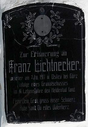 """Pamětní deska jiného z volarských Lichtneckerů, který zahynul v""""předchozí"""" válce"""