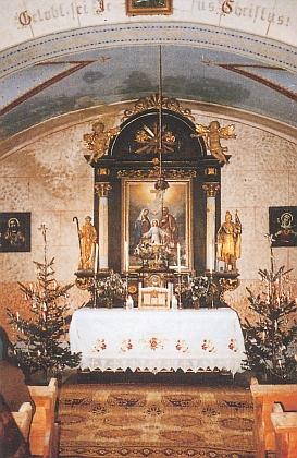 Vnitřek kaple Svaté Rodiny vHartunkově
