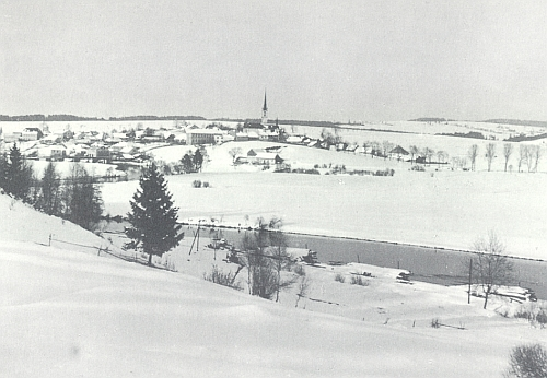 Zima ve starém Frymburku nad mladou Vltavou