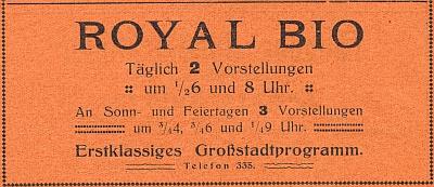 """Inzerát z propagační brožury města mezi válkami informuje odvou představeních denně, v neděli a o svátcích uvádělo """"RoyalBio"""" dokonce 3 představení denně"""