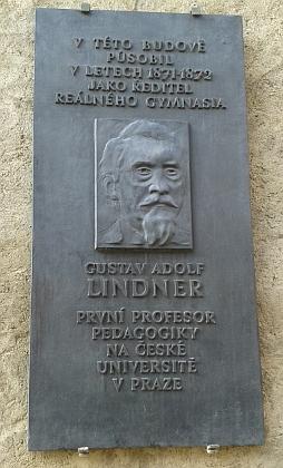 Pamětní deska s jeho podobou a jménem na budově bývalého gymnázia v Prachaticích, Husova ulice čp. 109