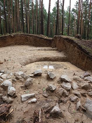 V roce 2017, před stavbou dálnice, která část z nich zničí, byly mohyly u Plava podrobně prozkoumány jeho následovníky zJihočeského muzea