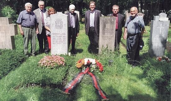 Koncem června roku 2021 se u jeho a Prchalova hrobu na mnichovském Lesním hřbitově sešli zástupci Sudetoněmeckého krajanského sdružení a položili mezi oba hroby věnec se stuhou v černočervenočerných barvách