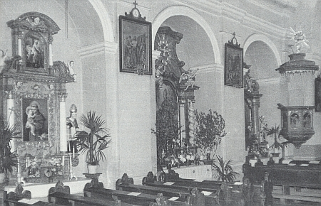 Boční oltáře dnes zbořeného kostela sv. 14 pomocníků v Dolním Nýrsku...
