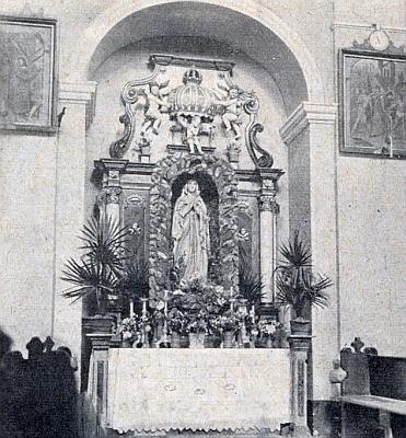 ... záběr na boční mariánský oltář
