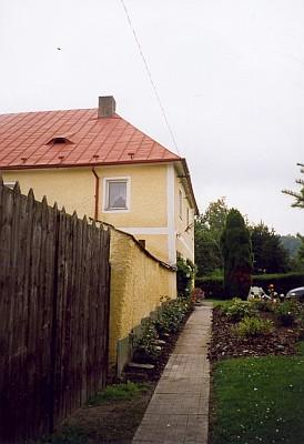 Blízko budovy Centra Adalberta Stiftera stojí i tento hornoplánský dům, kde žil knihkupec Alois Löffler s rodinou
