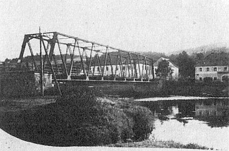 Maminka byla z Bližší Lhoty, kam vedla kdysi z Horní Plané tato cesta a most...